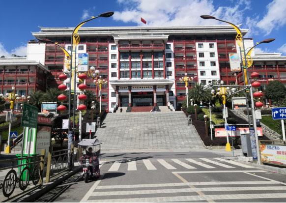 三都县行政中心办公楼外立面维修必威体育平台足球